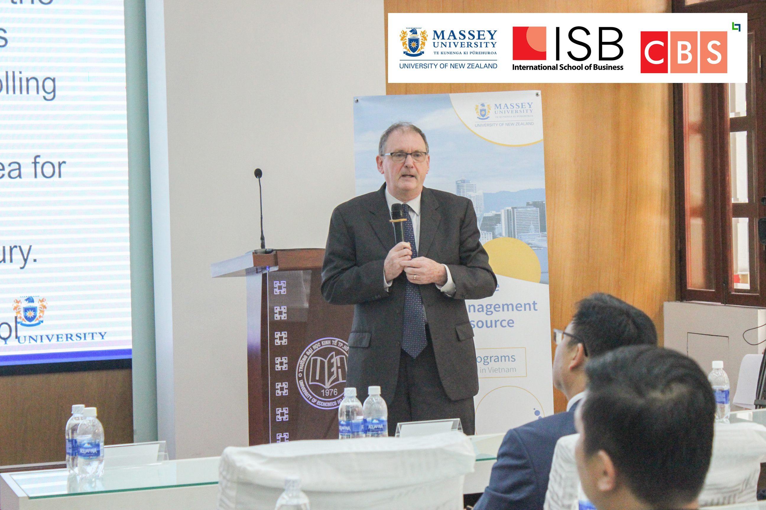 Giáo sư Martin Young chia sẻ tình hình chiến tranh thương mại tổng quan